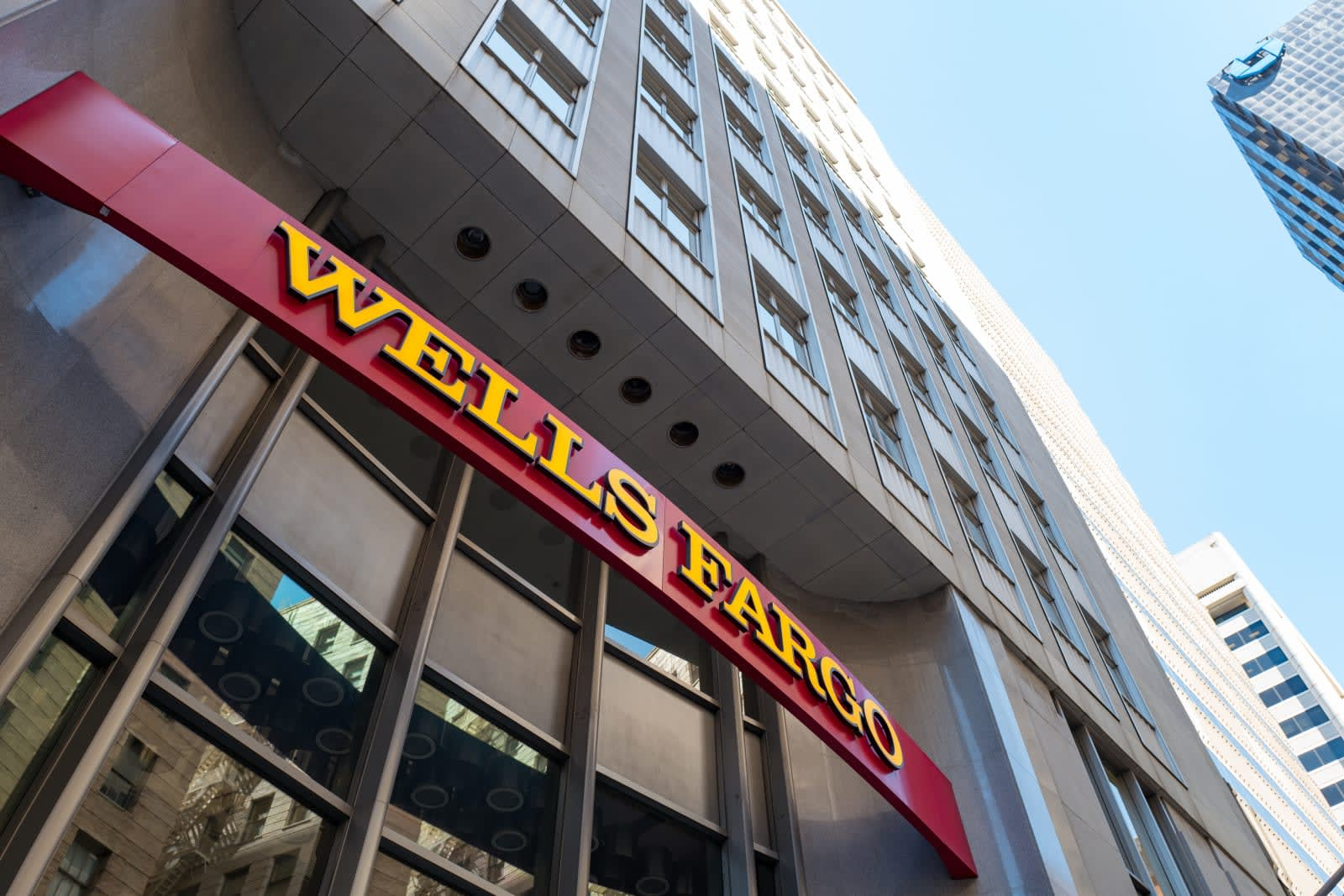 Wells Fargo says hundreds lost homes after computing 'error'