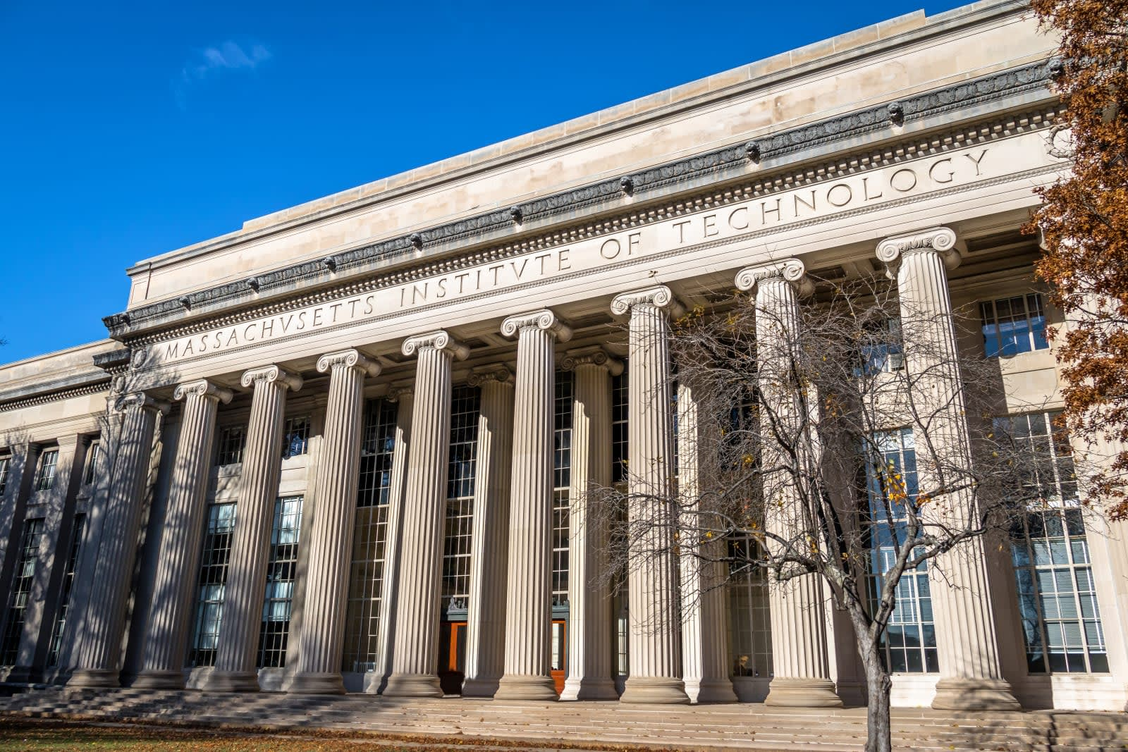 MIT suspends its research partnerships with Huawei and ZTE