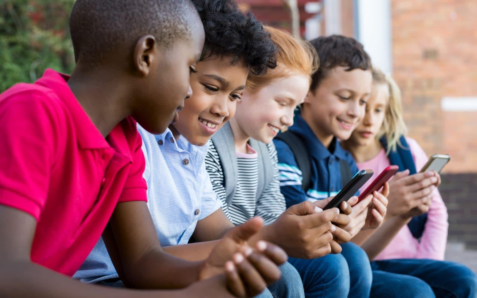 Apple delays kids app rule changes to help developers shape up