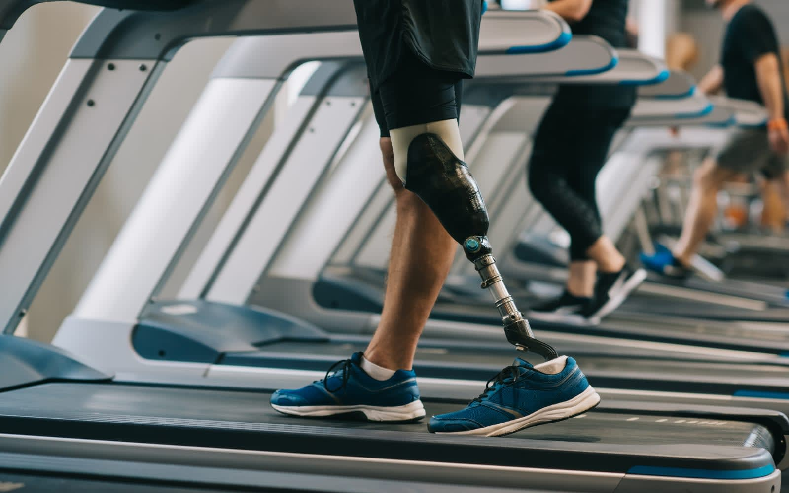 New prosthetic legs let amputees feel their foot and knee in
