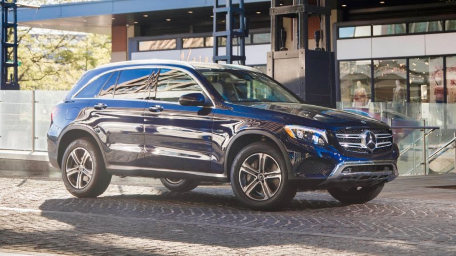 Mercedes' 350e 4MATIC EQ extends EV-only range to 26 miles
