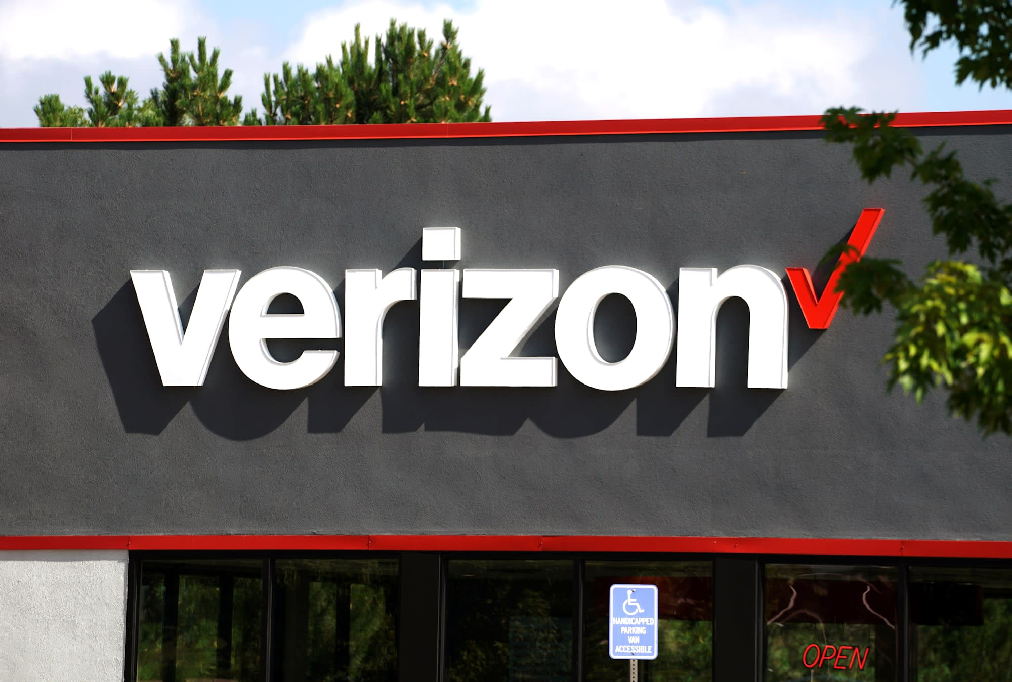 Image result for VERIZON CUTS DATA PRICES UPON CUSTOMERS REQUEST