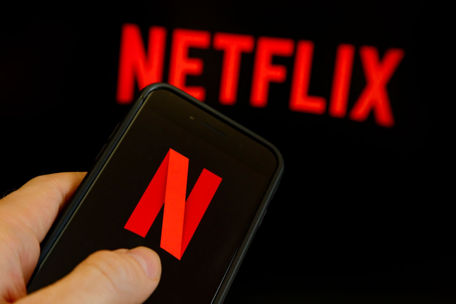 Netflix will raise $2 billion to pay for more original content