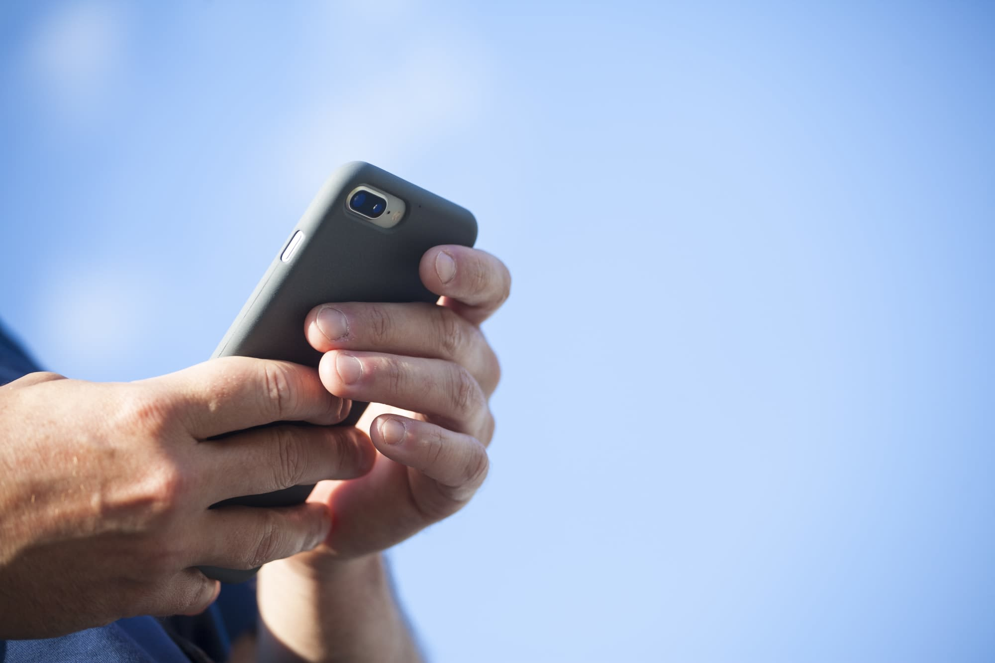 Senators urge FCC to preserve neutrality protections for text messages