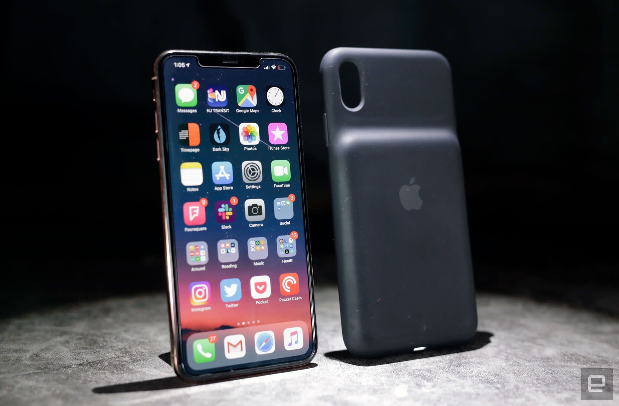 competitive price a3118 0ae42 Apple Smart Battery Case review (2019): A basic, effective iPhone add-on