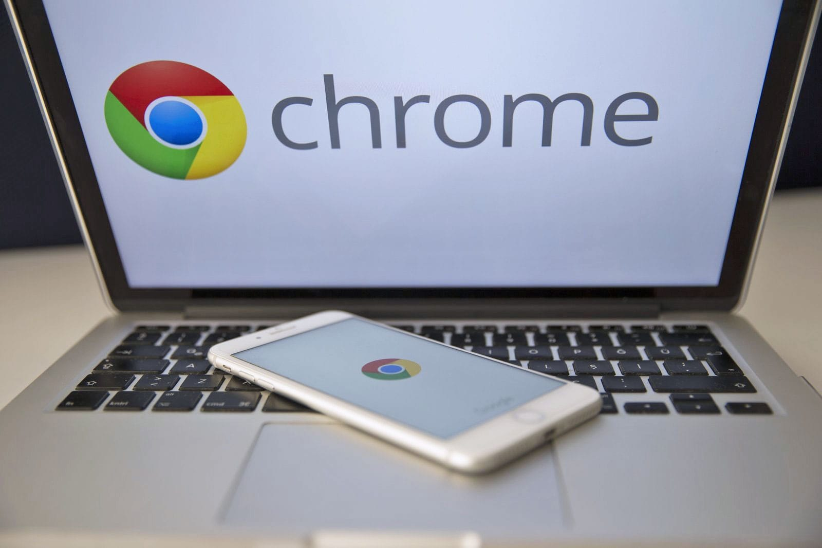 Chrome will soon support your keyboard's play and pause buttons