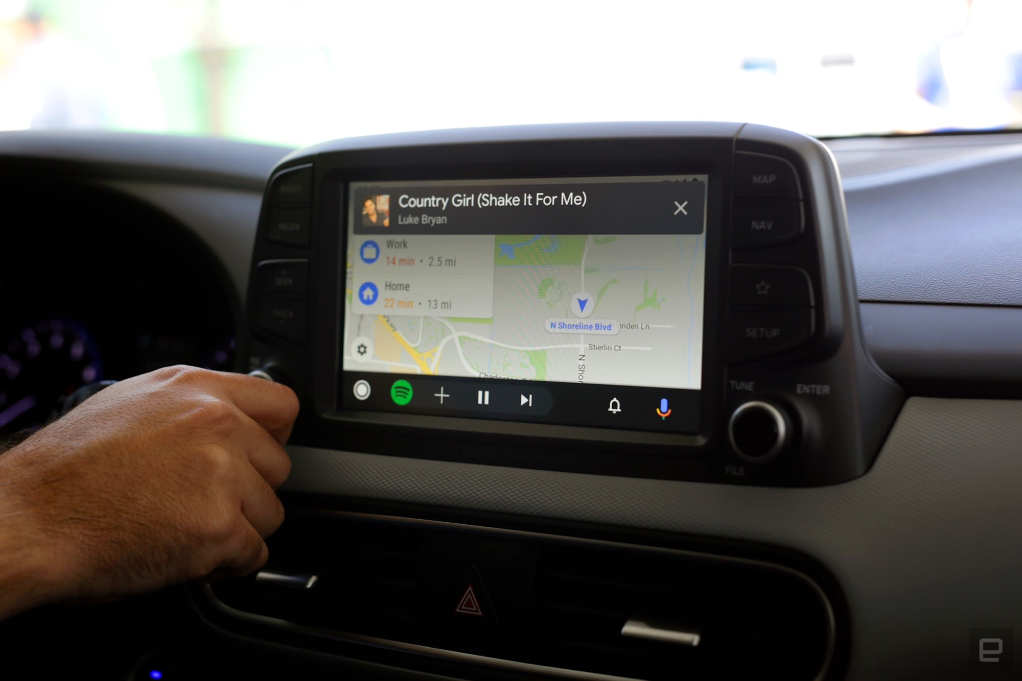 Google improved Android Auto by making it act more like your phone