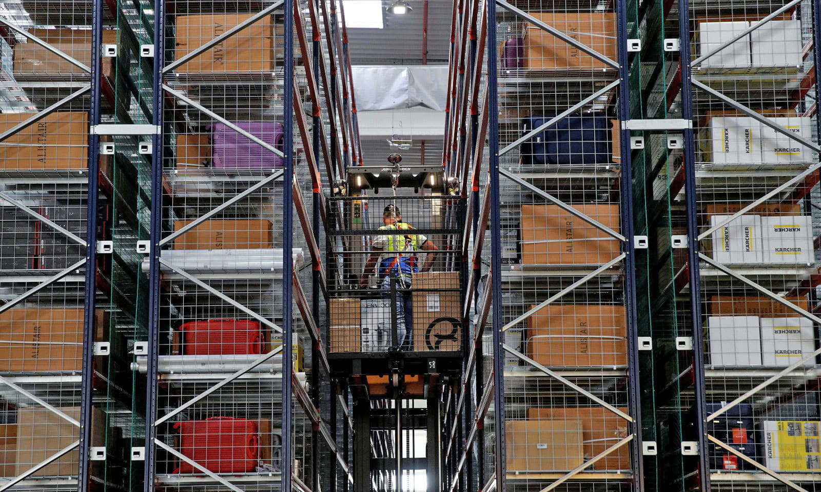 Amazon's warehouse robots won't replace humans for at least