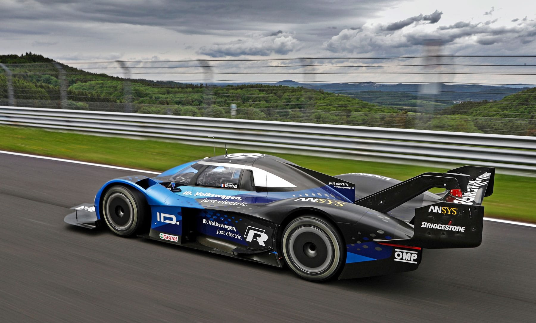 Watch Volkswagen's ID R set an electric record at Nürburgring