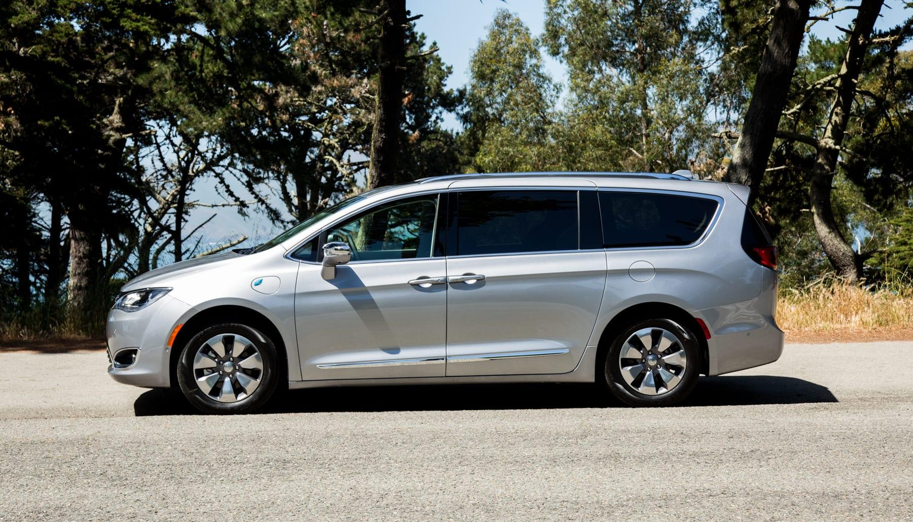 1f31100f9a6454 Chrysler makes a case for the hybrid minivan