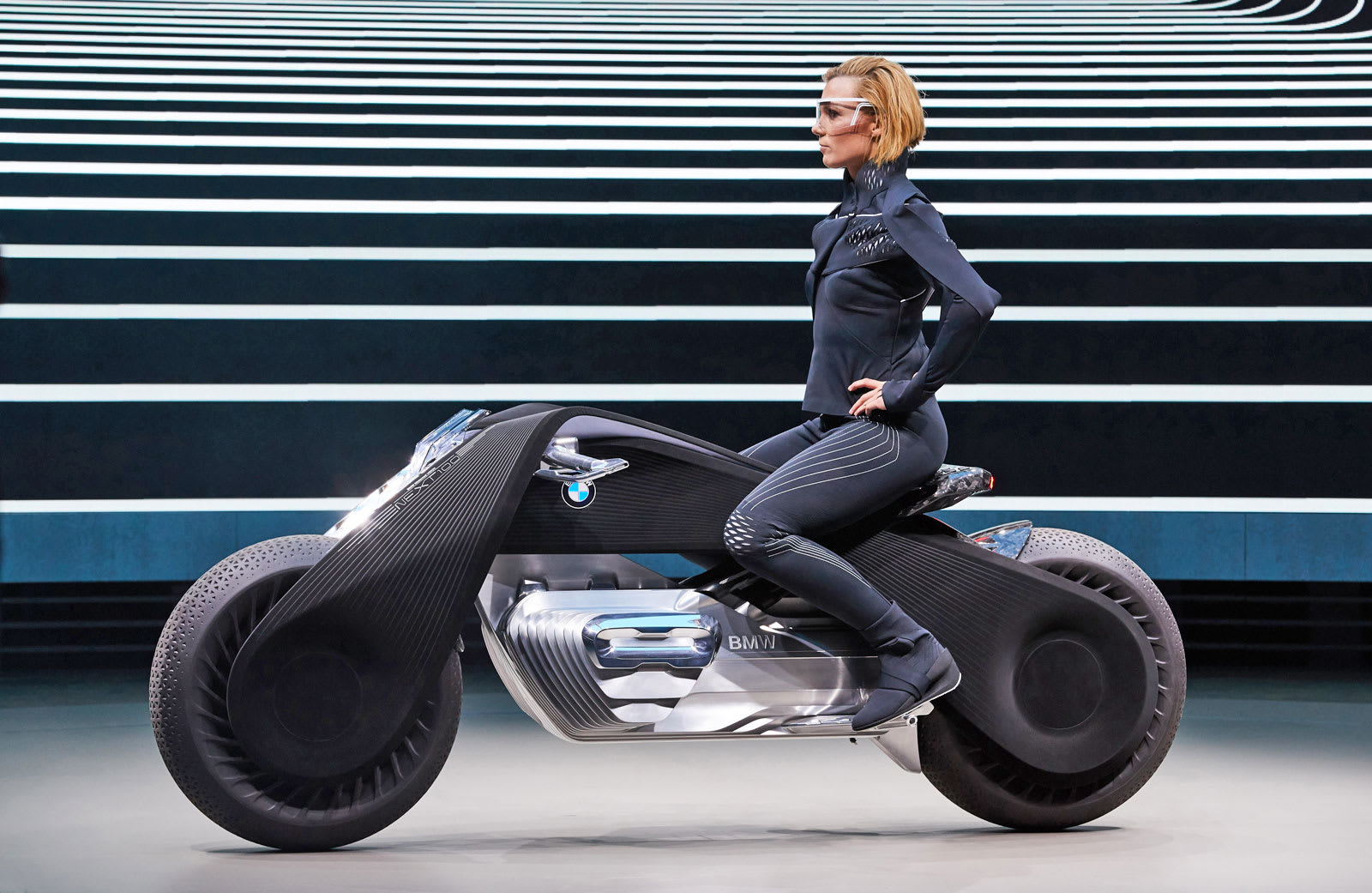 BMW's motorcycle of the future doesn't require a helmet