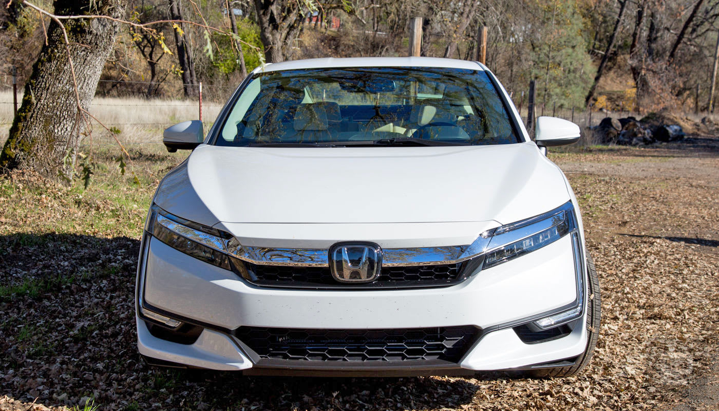 Honda S Clarity Plug In Hybrid Is A Luxury Car At A Bargain Price