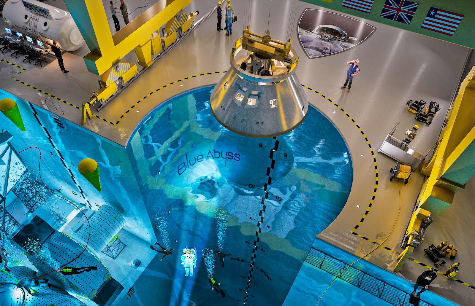這..是游泳池吗...?是的!它就是世界上最深的游泳池啊!