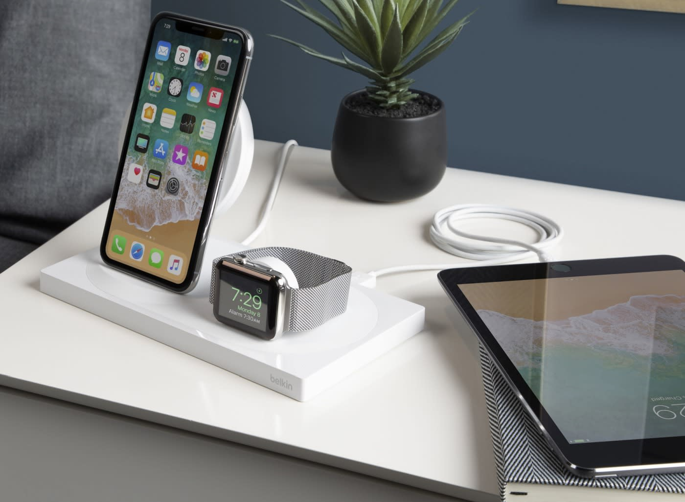 Belkins Wireless Charging Dock Handles Your Iphone Xs And Apple Watch Stand
