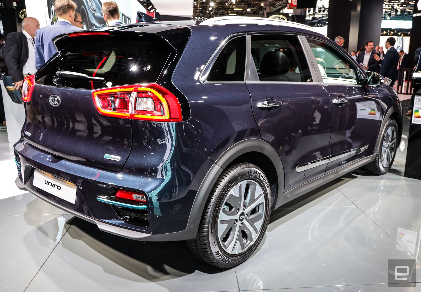 kia 39 s e niro crossover goes almost 300 miles on a charge. Black Bedroom Furniture Sets. Home Design Ideas