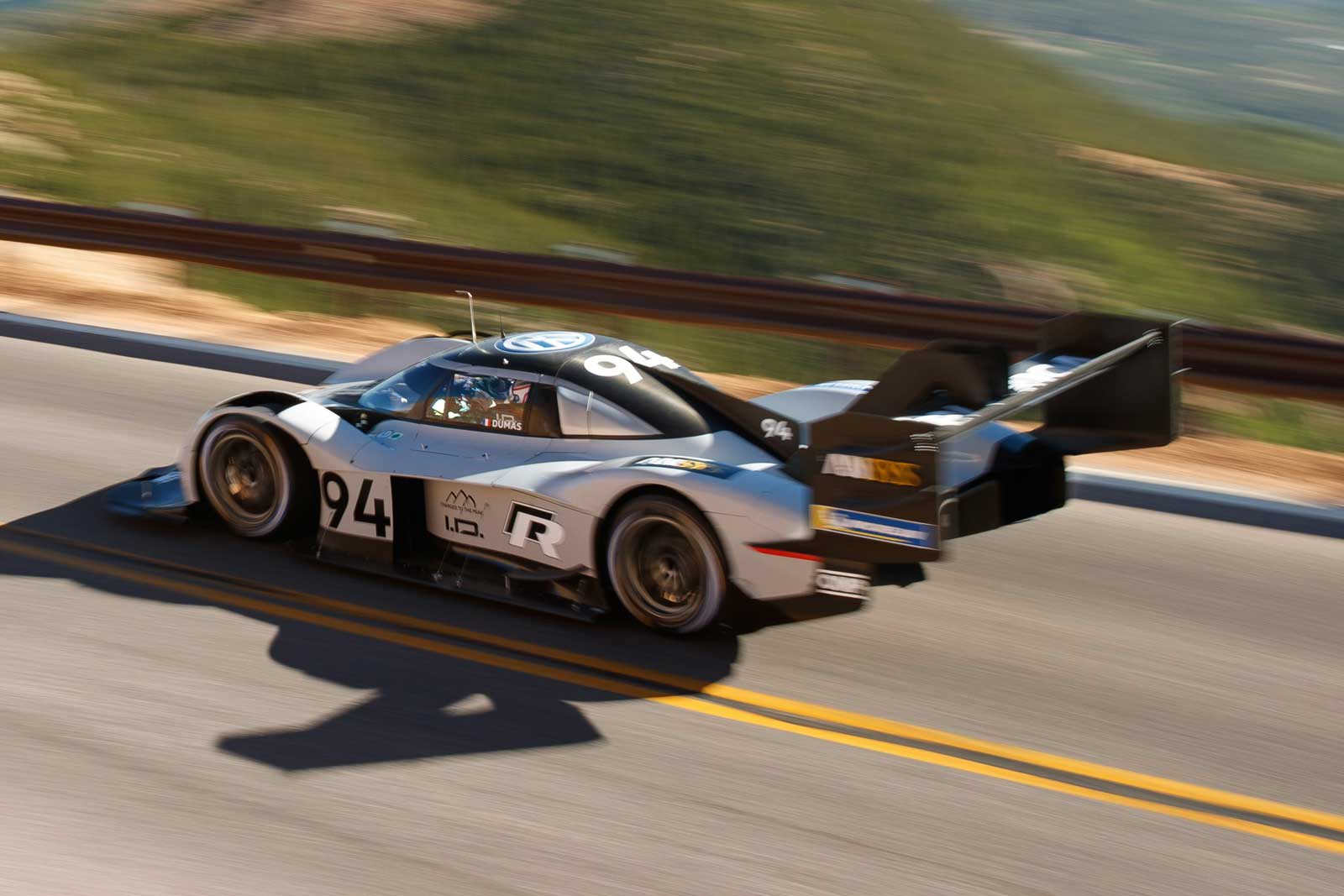 watch vw 39 s electric racer destroy the pikes peak record. Black Bedroom Furniture Sets. Home Design Ideas