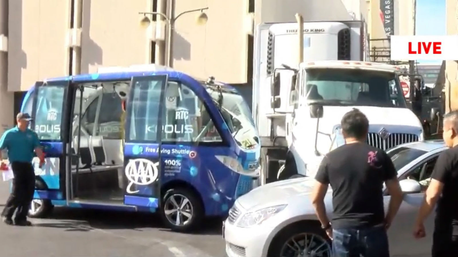 Las Vegas Shuttles >> Las Vegas Self Driving Bus Crashes In First Hour Of Service