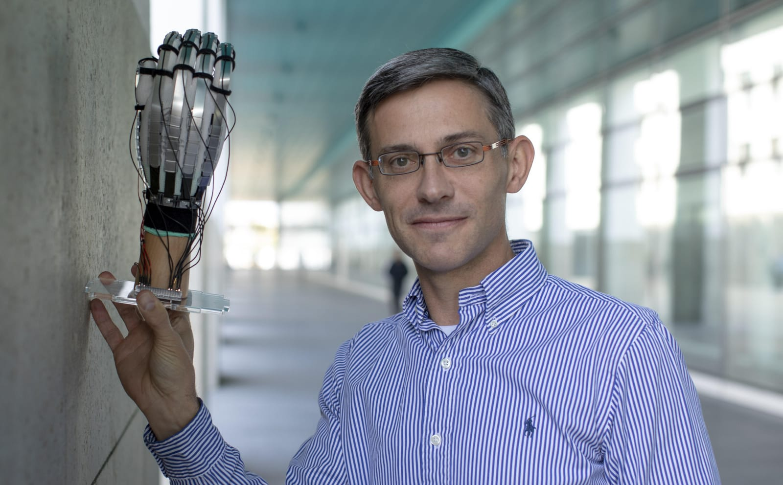Lightweight gloves help you touch virtual objects