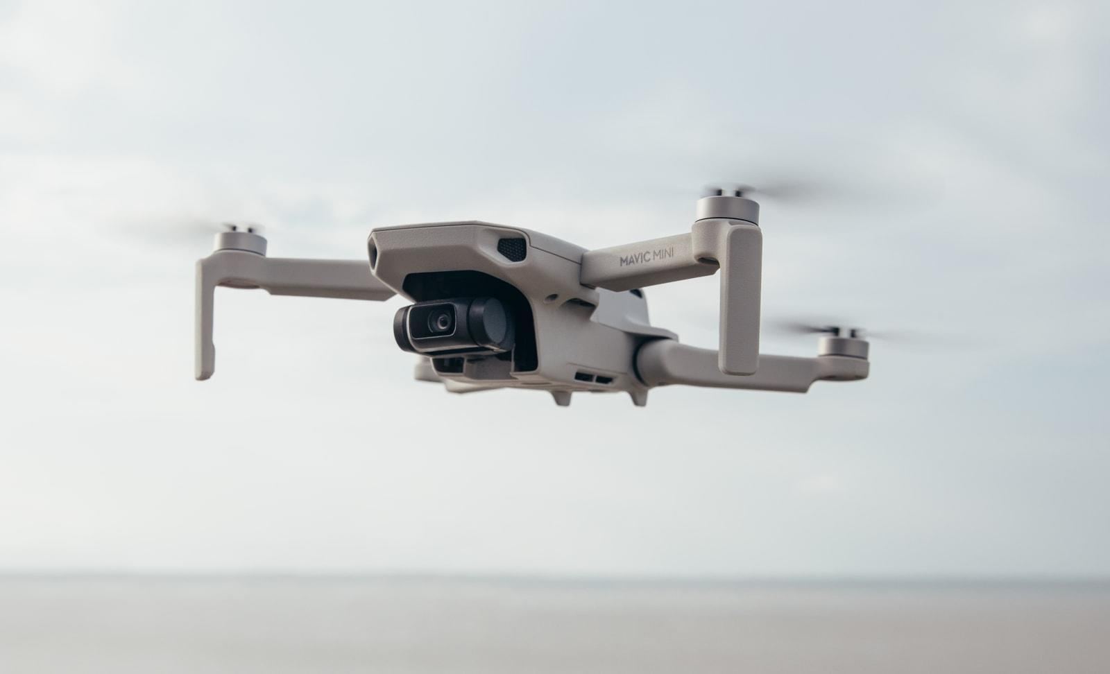 Dji S Palm Sized Mavic Mini Can Fly For Up To 30 Minutes Engadget