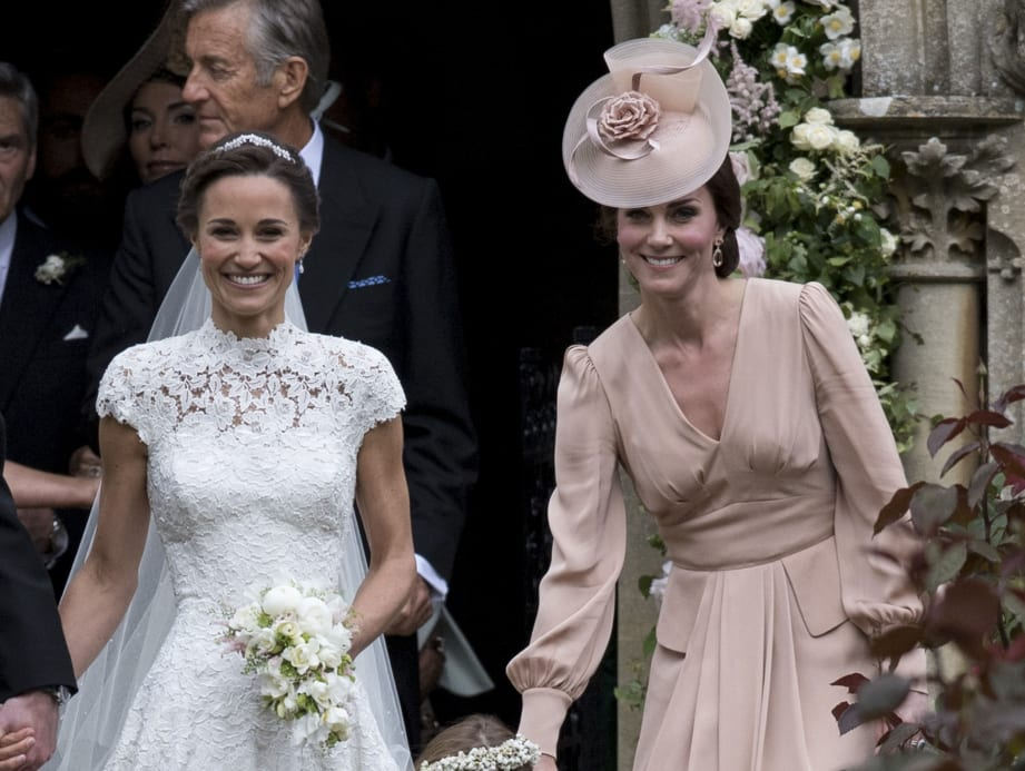Duchess kate initially arrived to pippas wedding in a completely slideshow preview image junglespirit Images