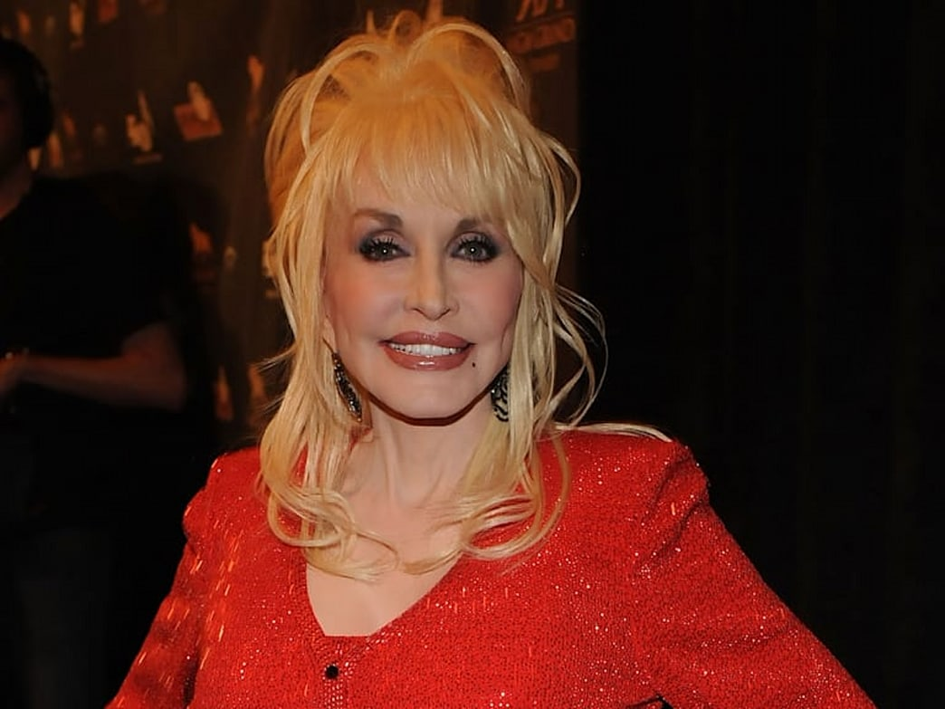 Dolly Parton Used To Wear Lipstick Made of Poisonous Berries