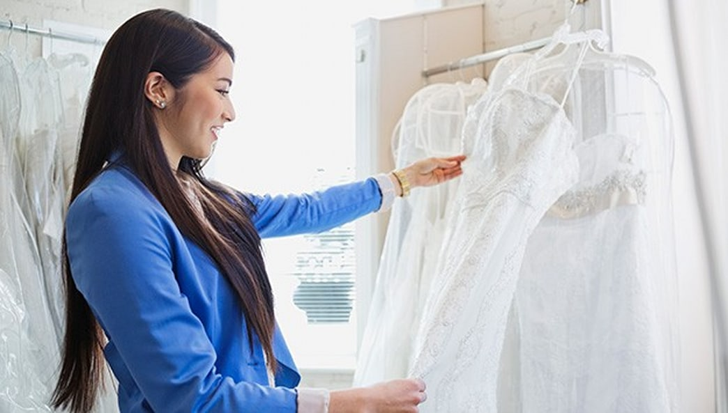 Have a couple hundred bucks? Here's how to score the designer wedding gown of your dreams