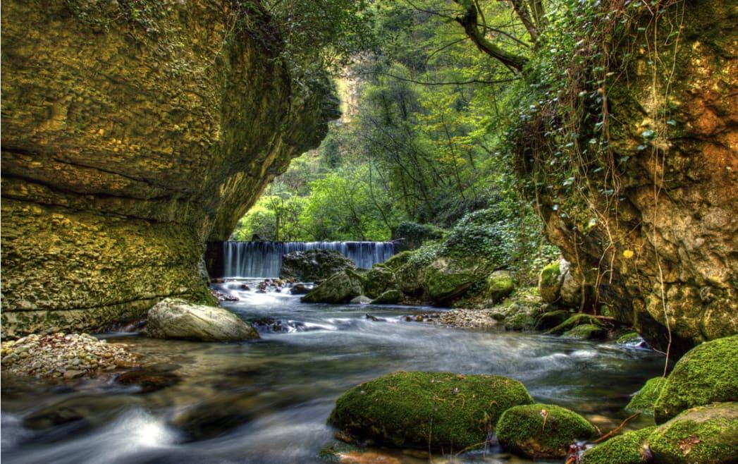 5 itinerari mozzafiato per scoprire (a piedi) l'Italia nascosta