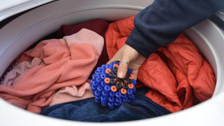 Una palla colorata in lavatrice per salvare gli oceani. L'idea ispirata dai coralli