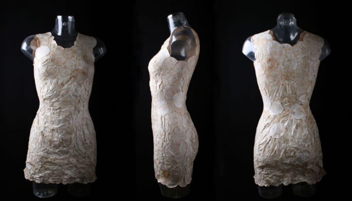 ¿La última tendencia en moda sostenible? Un vestido de hongos