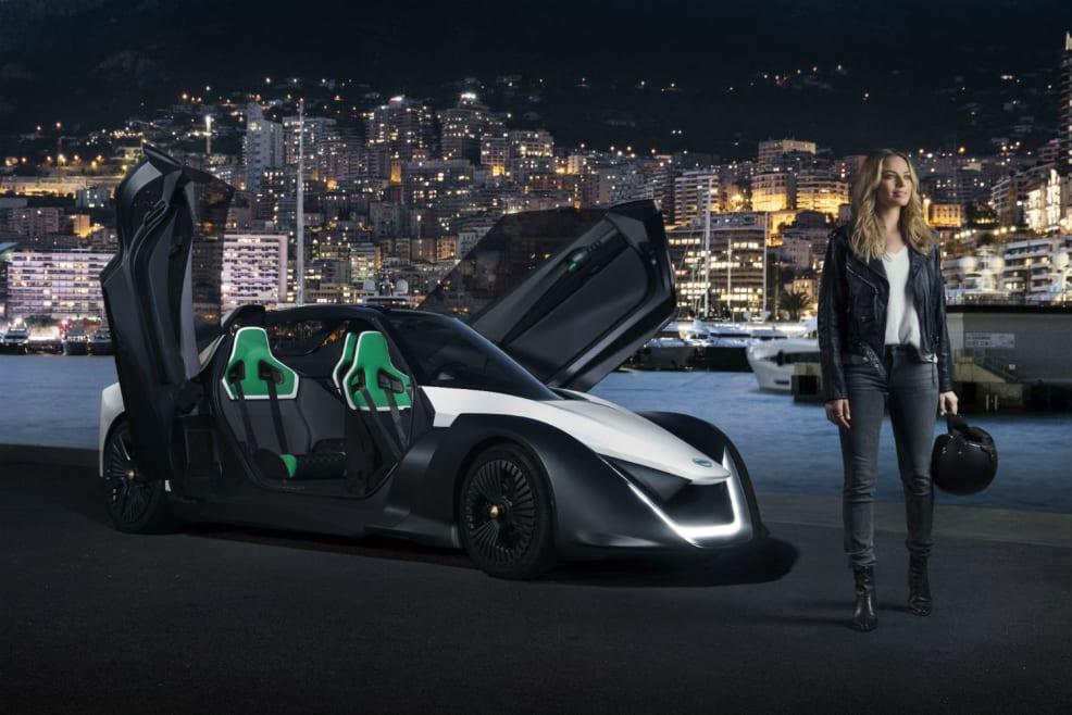 Margot Robbie se pasa al coche eléctrico