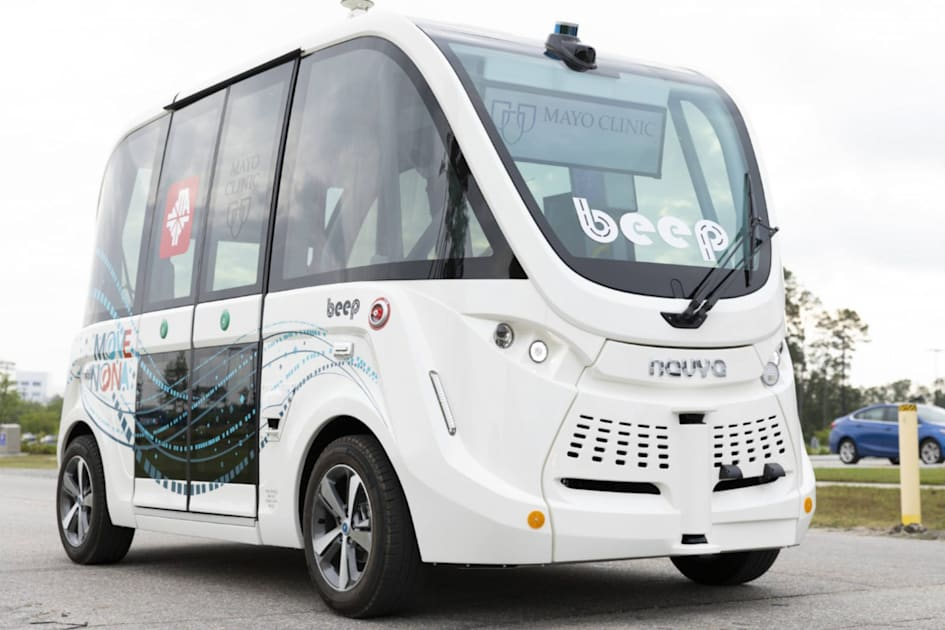 Self-driving shuttles are ferrying COVID-19 tests at a Florida clinic 1