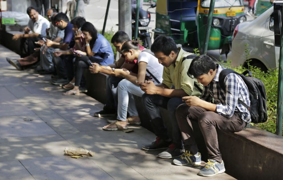 India now has over 1 billion mobile users