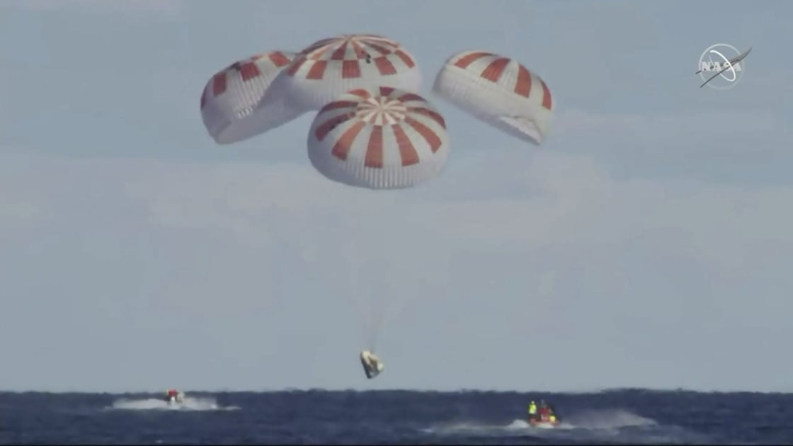 Image of article 'SpaceX parachute test failure could further delay crewed flight'