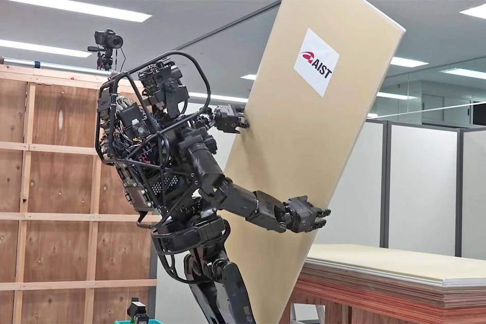 Humanoid construction robot installs drywall by itself