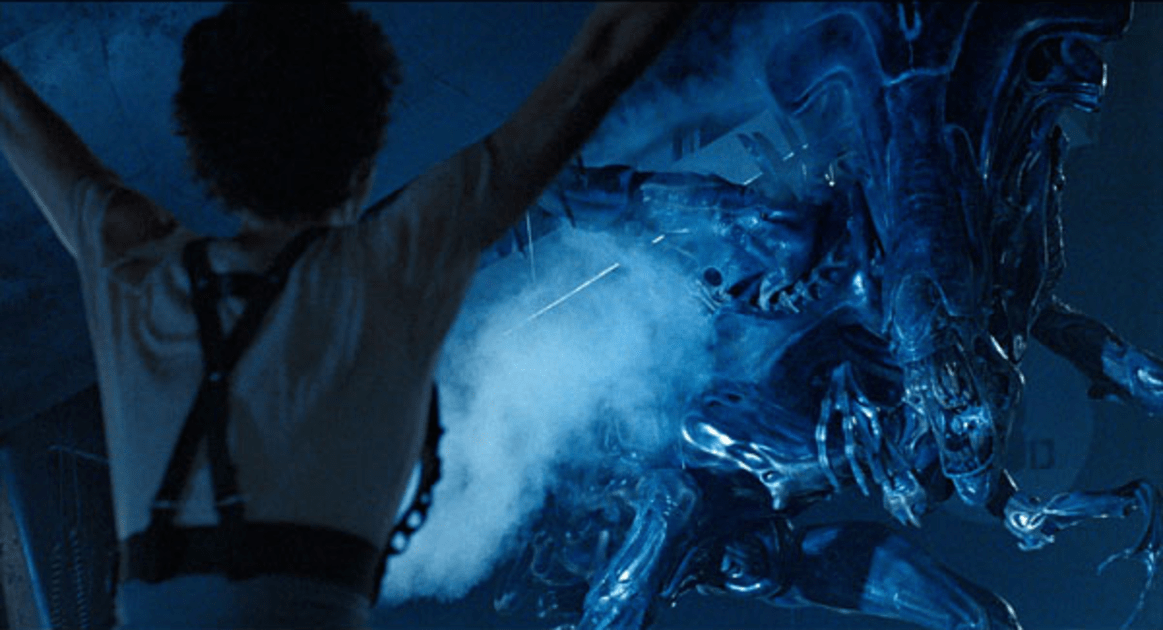Aliens Queen Confronts Ripley Screenshot | Aliens Screencaps