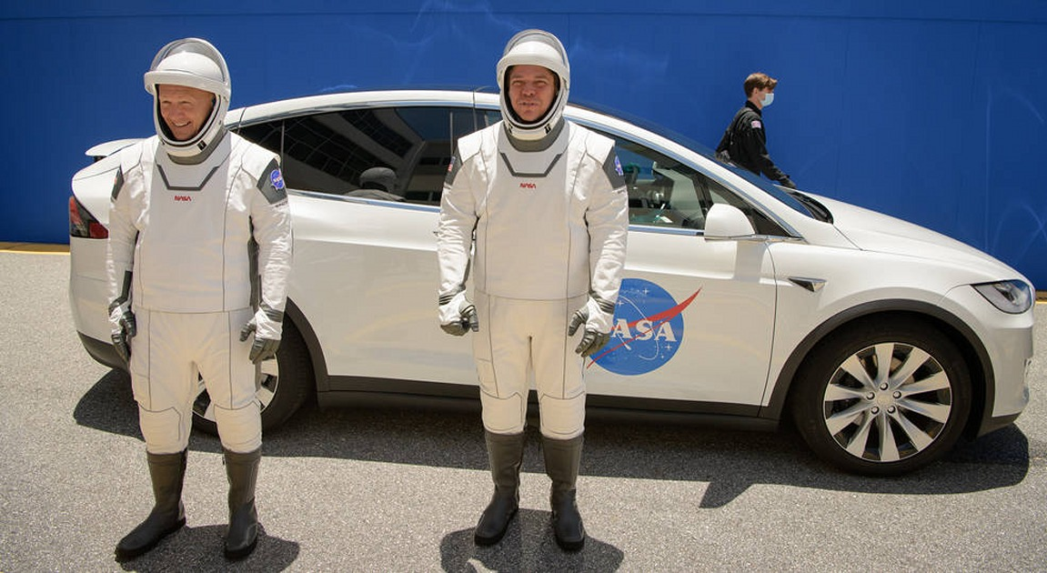 Watch NASA and SpaceX launch astronauts (updated)
