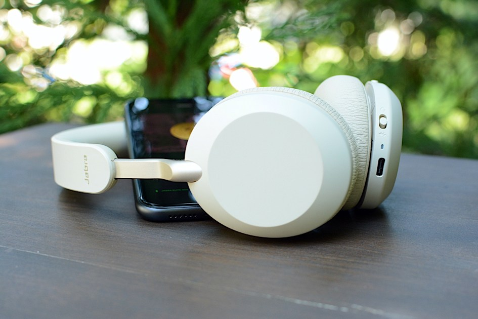 Jabra Elite 45h Review Feature Packed 99 Headphones Engadget