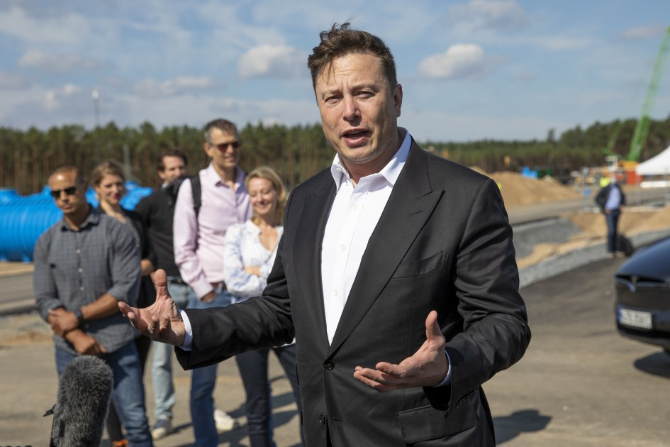 Elon Musk says he tried to sell Tesla to Apple and Tim Cook snubbed him – Engadget