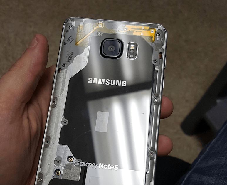 A heat gun, suction cup, razor and bravery yields a clear Galaxy Note 5