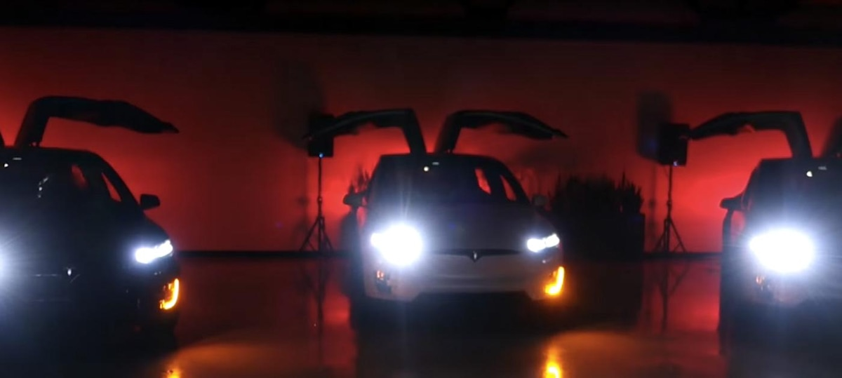 Tesla Model Xmas show is cooler than your house's lights