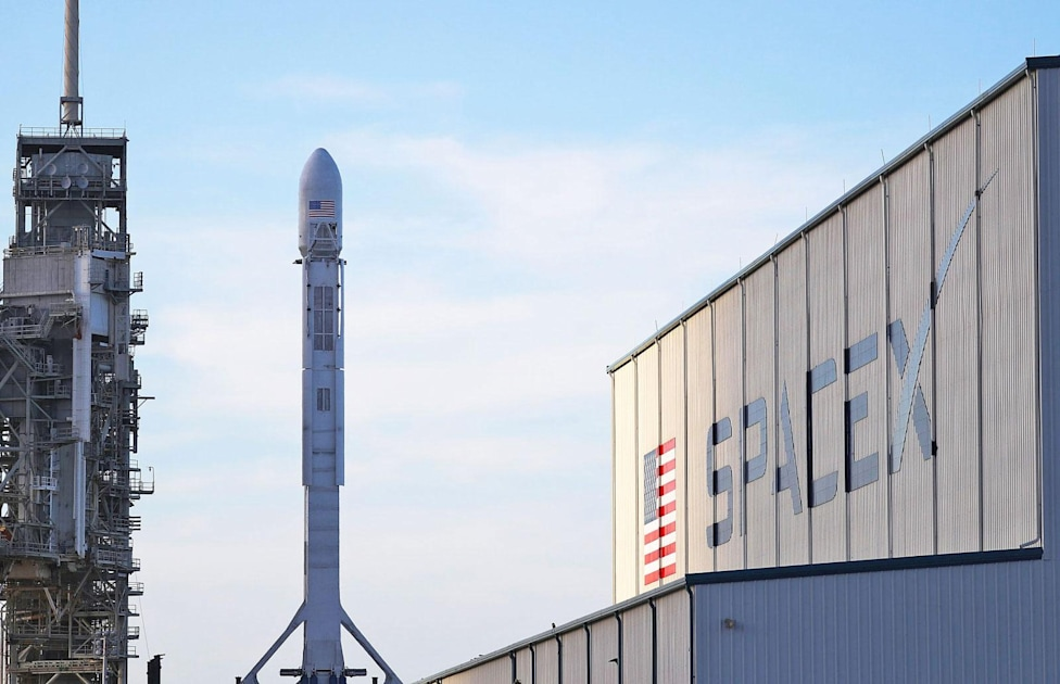 SpaceX plans to start launching high-speed internet satellites in 2019