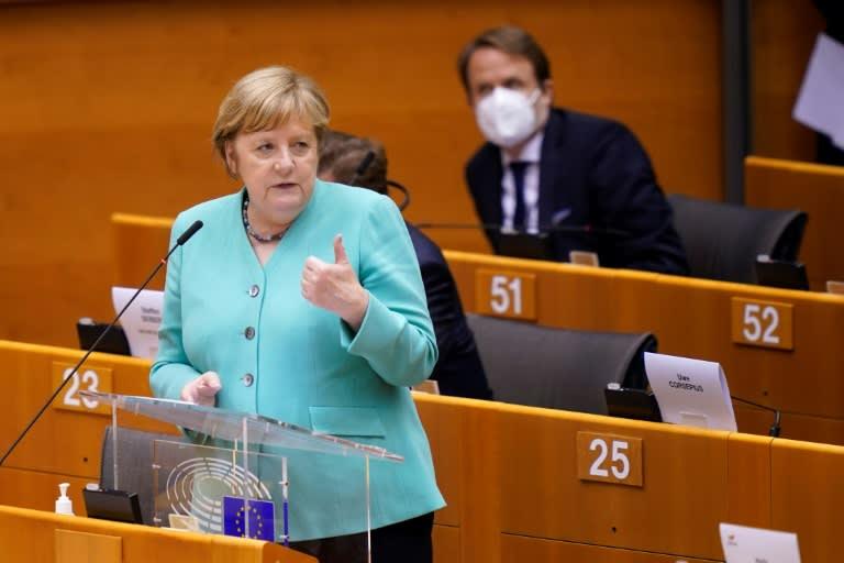 A chanceler alemã Angela Merkel discursa na Eurocâmara, em Bruxelas, em 8 de julho de 2020