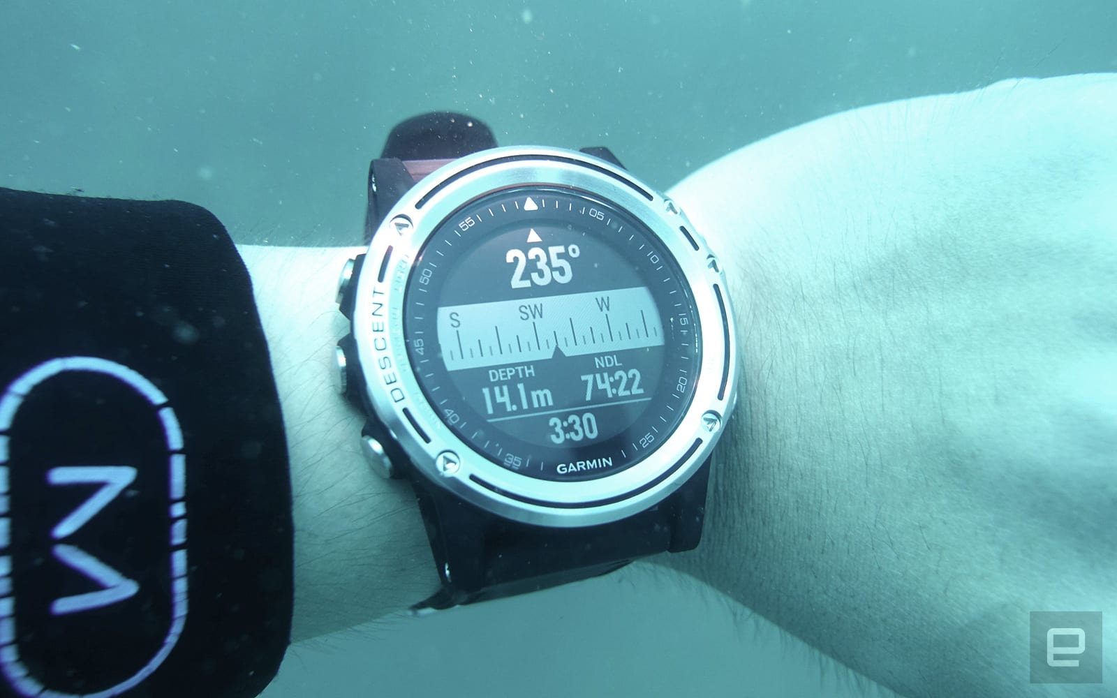 Garmin Descent MK1 評測:入水能游、出水能跳
