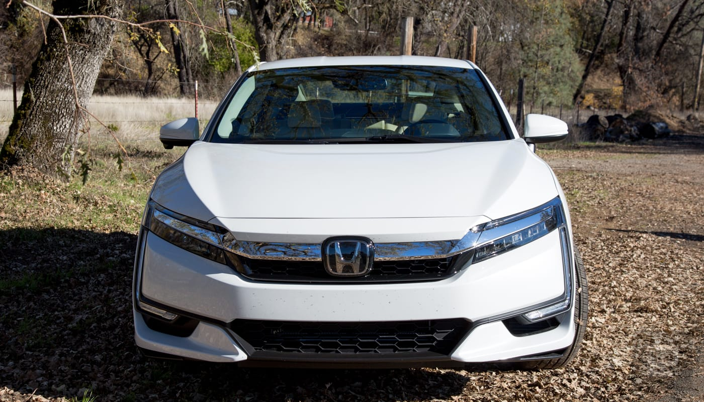 honda s clarity plug in hybrid is a luxury car at a bargain price. Black Bedroom Furniture Sets. Home Design Ideas
