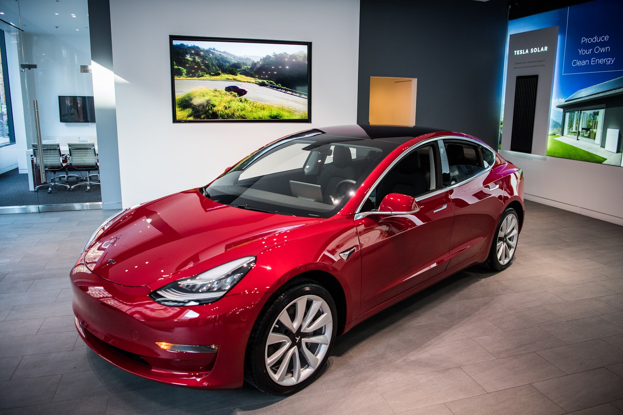 Tesla targets 2500 model 3s a week while posting largest after its ceo launched one of its yet to be available roadsters into space yesterday tesla posted its largest quarterly loss while simultaneously posting a fandeluxe Image collections