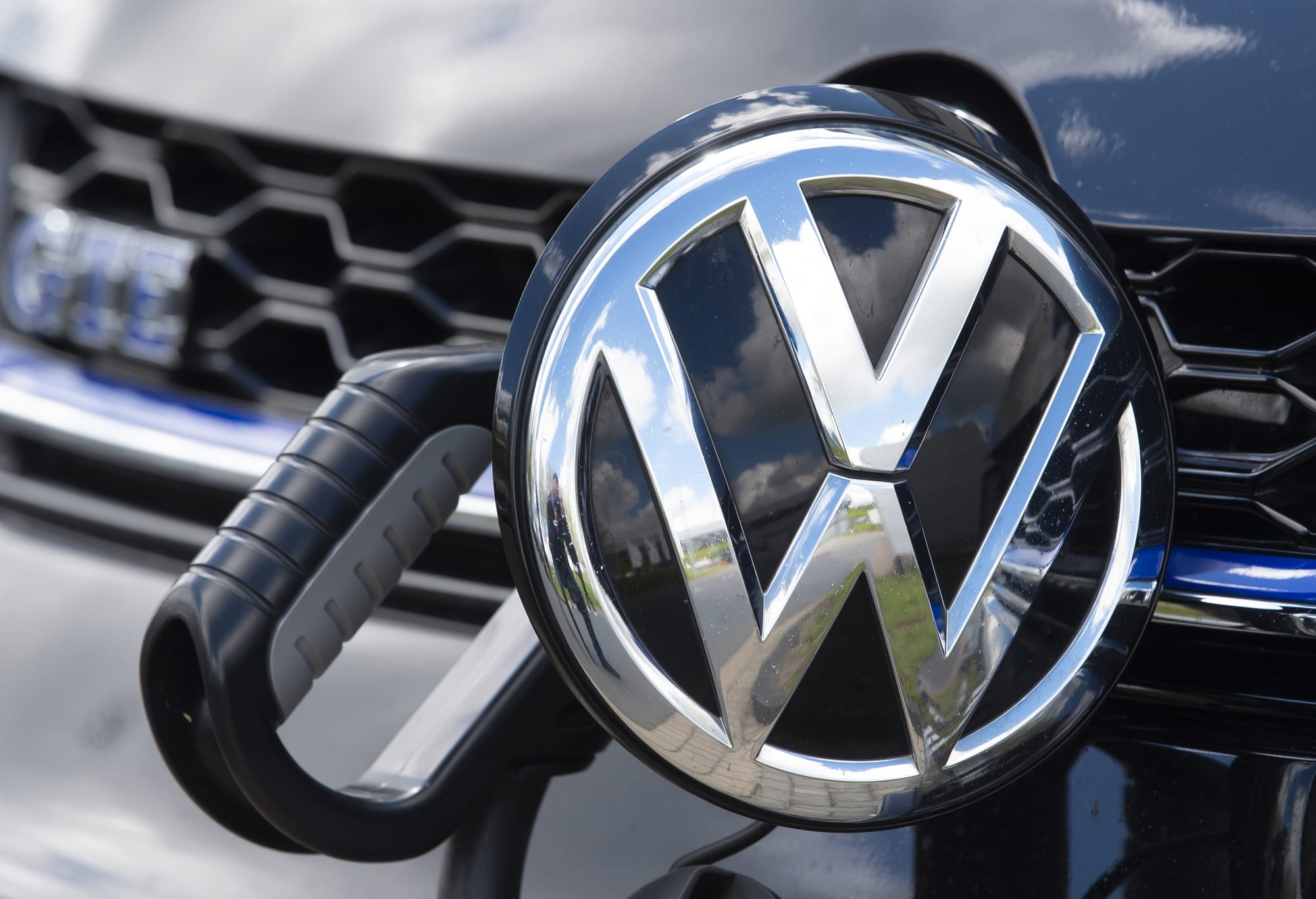 Volkswagen ends deal with self-driving startup Aurora