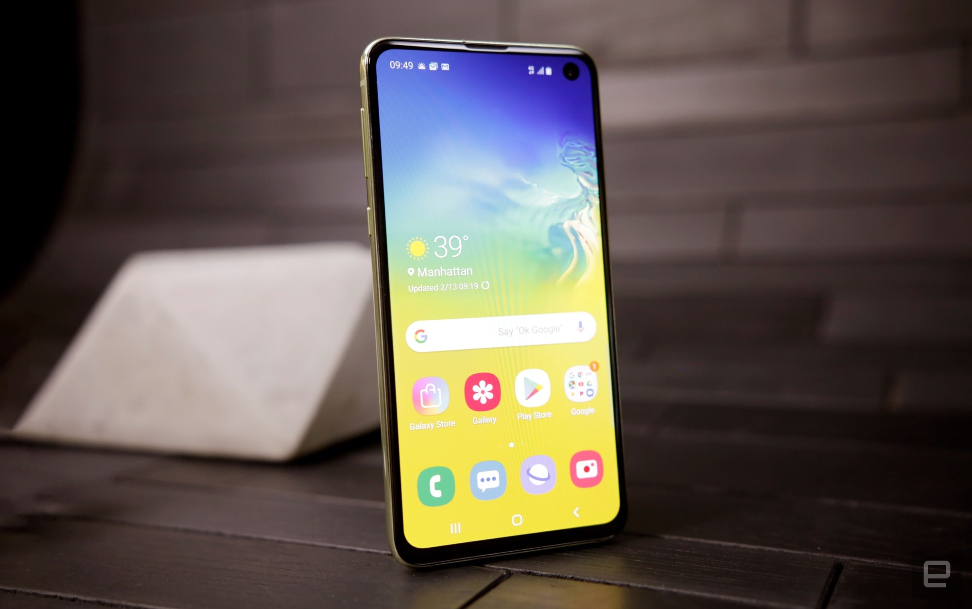 Samsung Galaxy S10e hands-on: High-end, but not too high