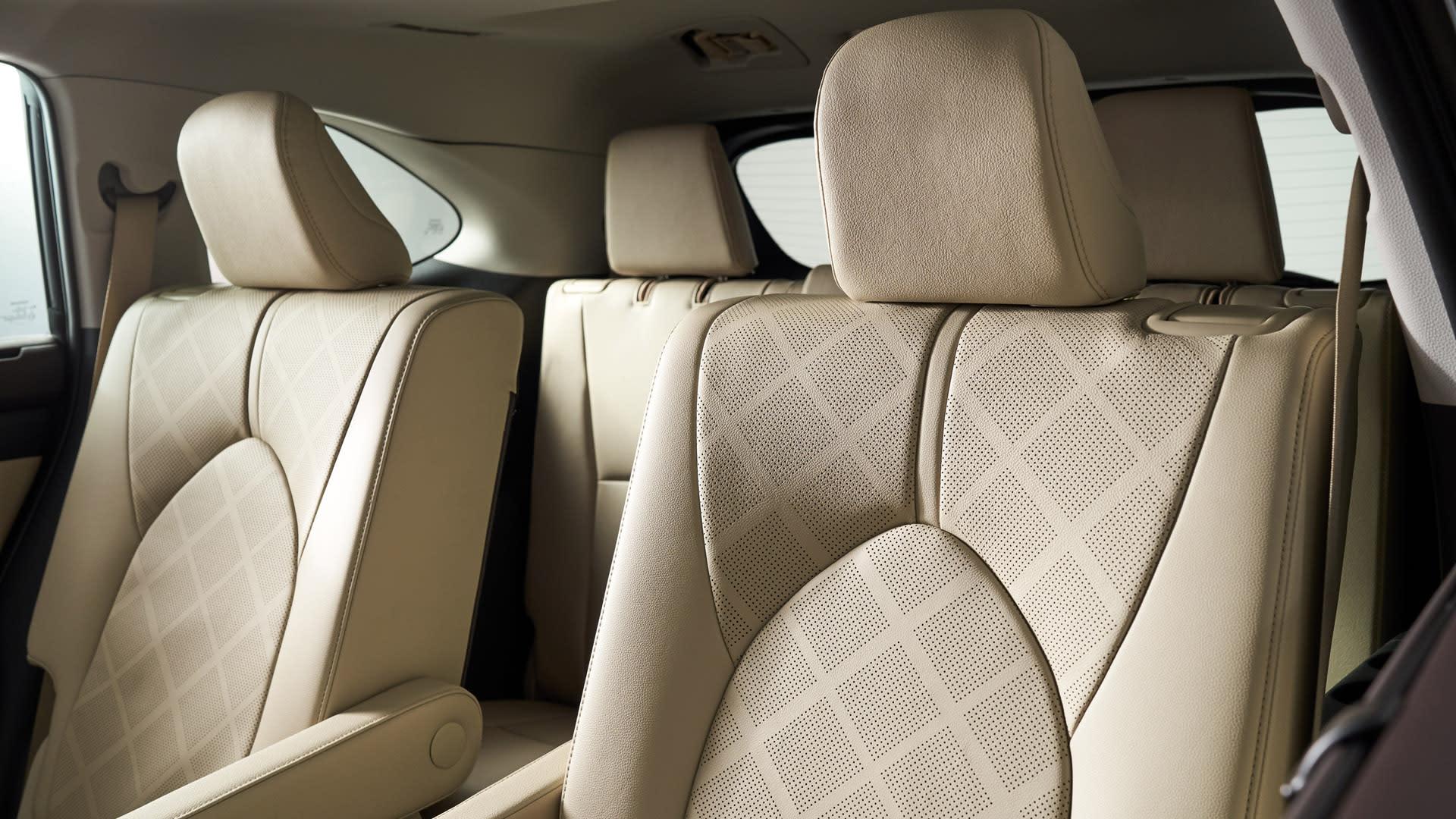 Toyota Highlander Seating >> 2020 Toyota Highlander Reviews Features Fuel Economy Interior