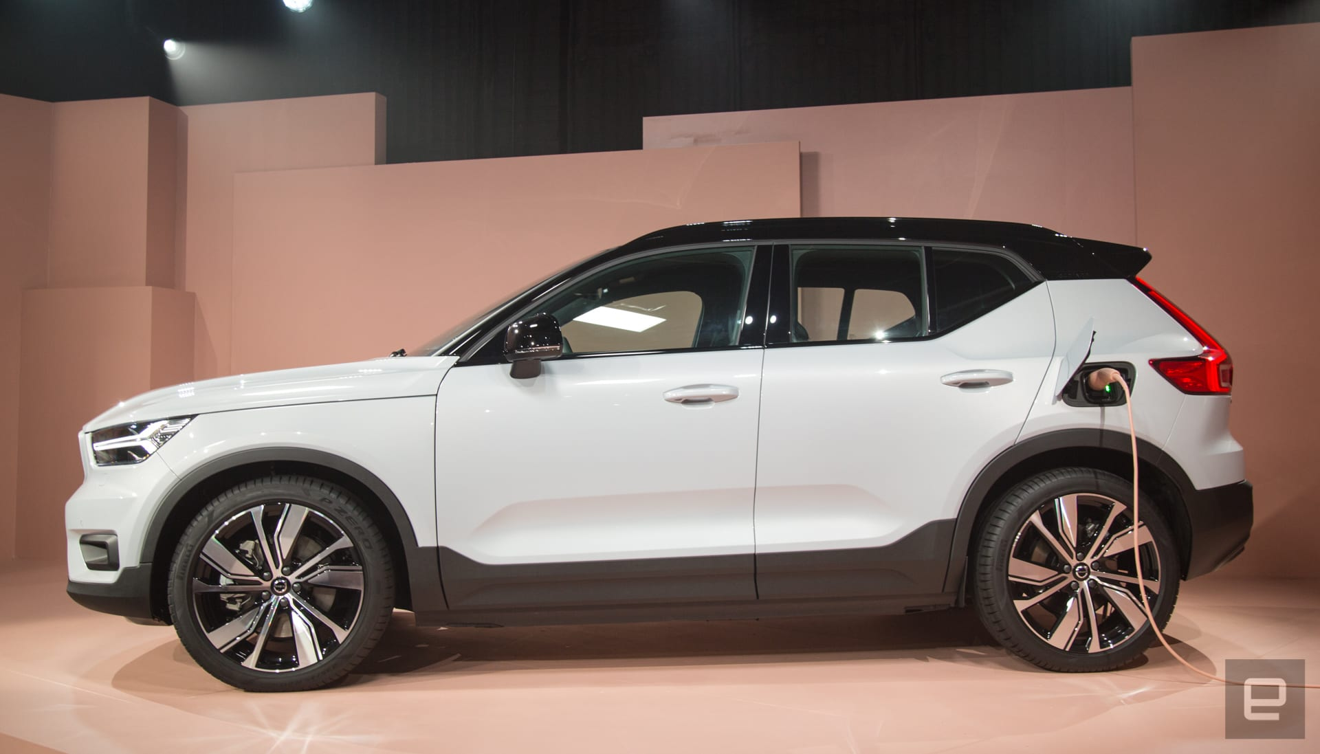 Volvo Unveils The Xc40 Ev Its First Full Electric Vehicle
