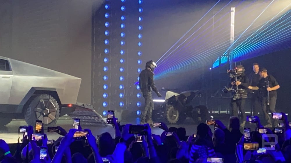 dims?resize=2000%2C2000%2Cshrink&image_uri=https%3A%2F%2Fs.yimg Tesla unveils its Cybertruck, with a worth beginning at $39,900